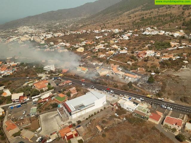 Medios terrestres y aéreos trabajan para controlar el incendio forestal declarado en El Paso