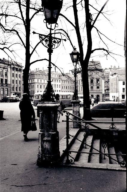 1963 (?) год. Рига. На площади 17 Июня (Домской площади). Еще нет дома № 13 на улице Яуниела