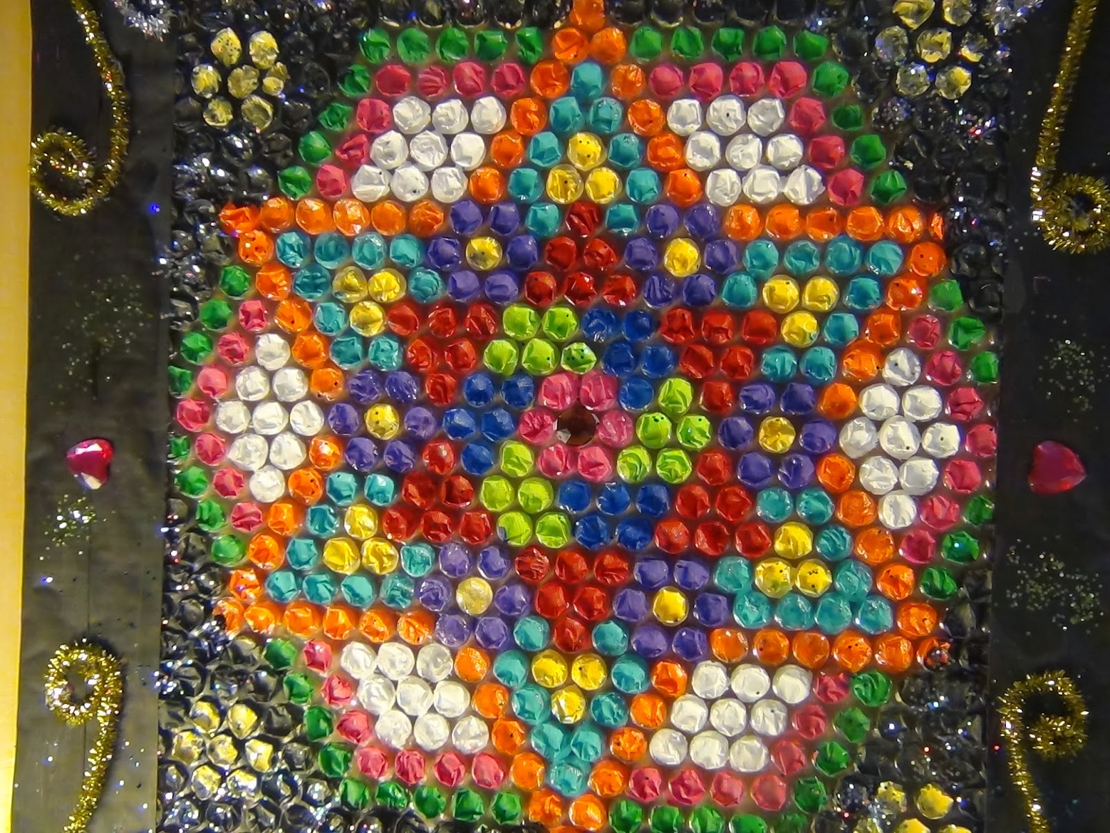 Creative diy crafts bubble cover rangoli cardboard wall for Wall hanging out of waste material