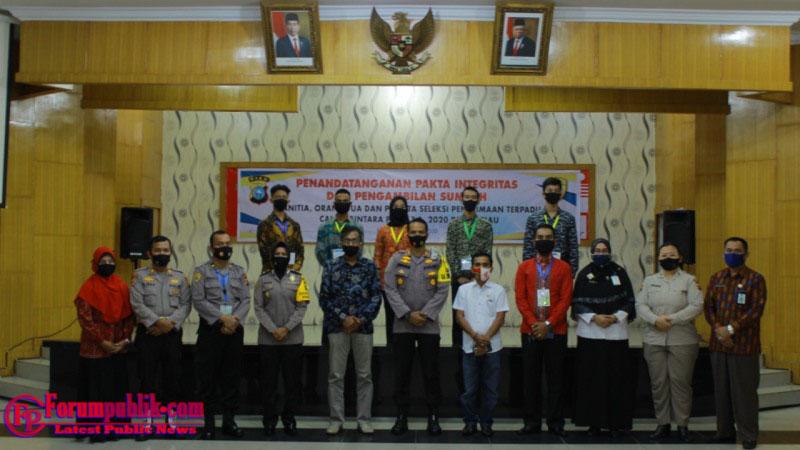 Polres Dumai Tanda Tangan Fakta Integritas dan Pengambilan Sumpah Panitia Seleksi Penerimaan Bintara Polri  2020 Polda Riau