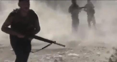 Βίντεο: Κούρδοι μαχητές προσπαθούν να σώσουν τραυματισμένους συντρόφους τους εν μέσω μάχης