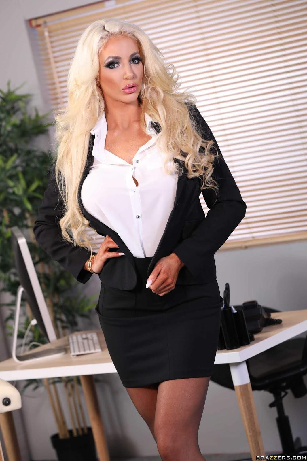 Nicolette-Shea-%3A-Massaged-On-The-Job-%23%23-BRAZZERS-r7aeft7qxk.jpg