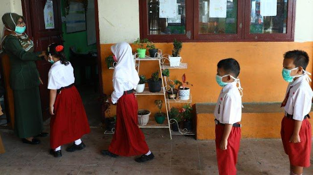 Pembukaan Sekolah di Zona Hijau Dilakukan Secara Ketat Dengan Persyaratan Berlapis Termasuk Pengisian Daftar Periksa DAPODIK