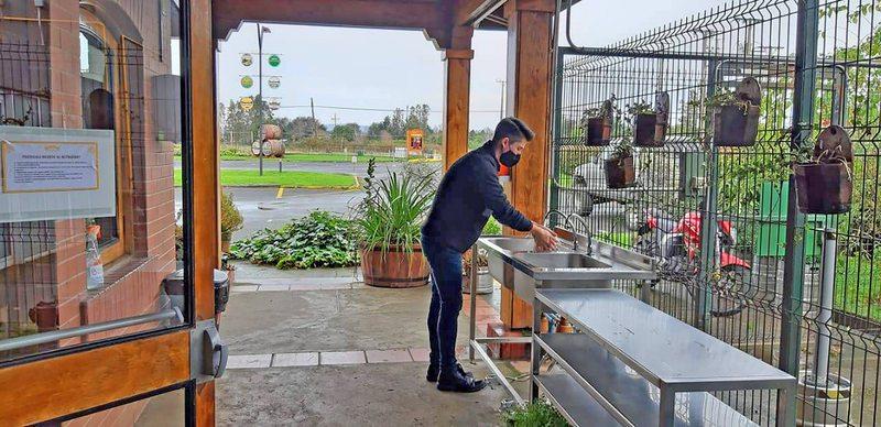 En Los Ríos y Aysén podrán funcionar cines y restaurantes