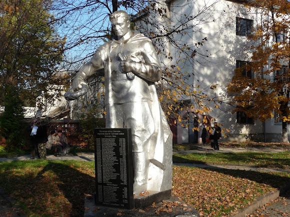 Свалява. Воинский мемориал Второй мировой войны