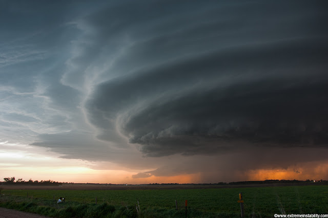 darker and darker out as the sun supercell storm