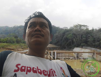 Ilustrasi : Admin di Proyek Bendungan Leuwinangka, Kampung Werasari, Kel. Dangdeur Subang.