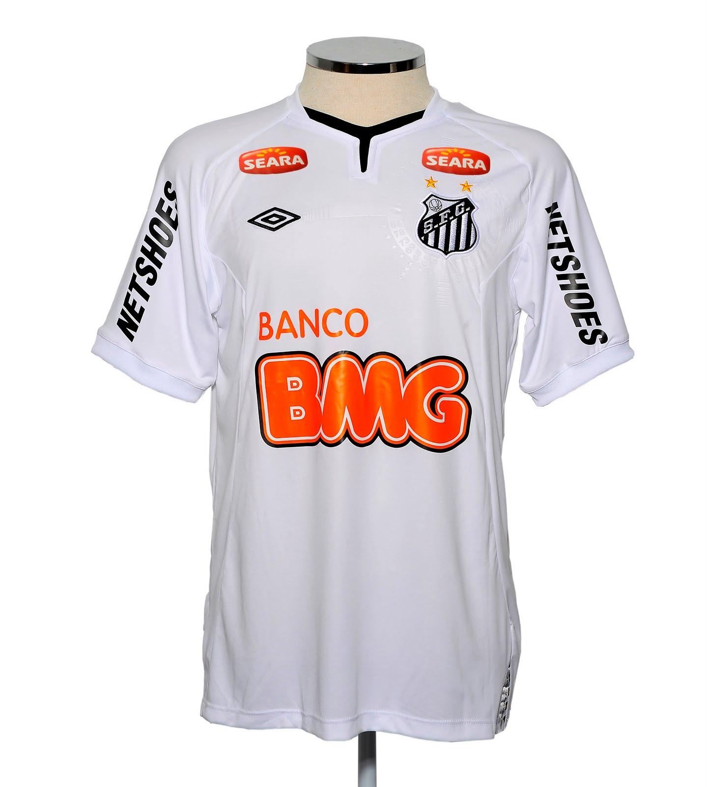 2432a4acea A camisa segue o padrão utilizado pela Umbro nas principais equipes que  patrocina