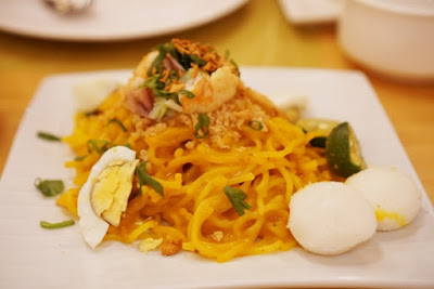 Pancit Palabok at Cafe Laguna