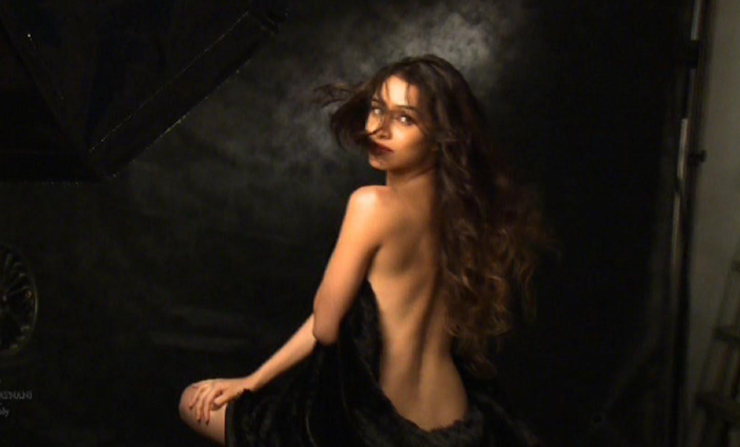 Sonam Kapoor Stuns