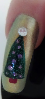 Christmas tree nail design