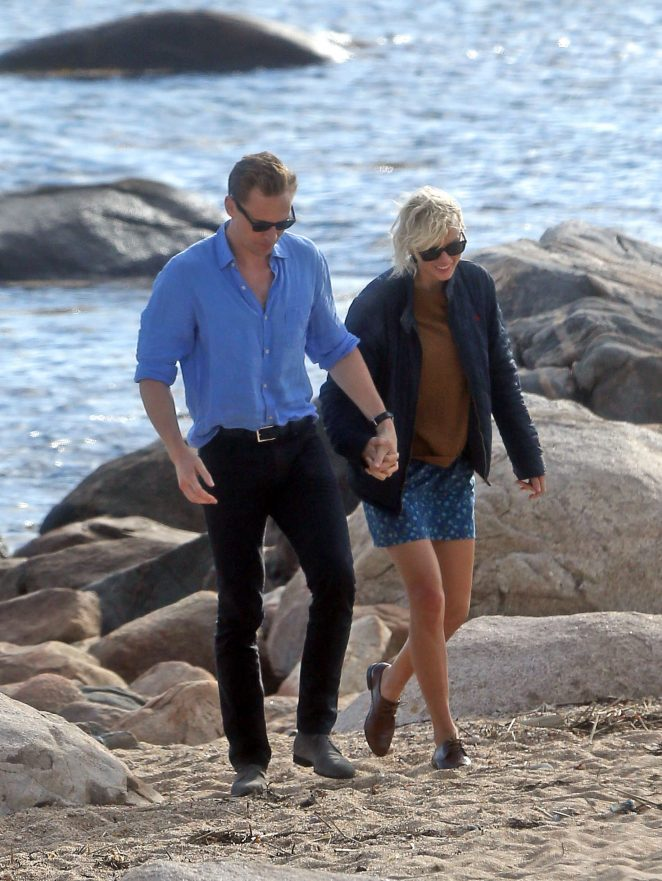 Taylor Swift & Tom Hiddleston spotted on Rhode Island beach