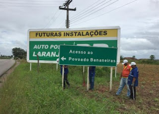 Prefeitura de Arapiraca revitaliza sinalização de trânsito e obrigo de Ônibus em Bananeiras.