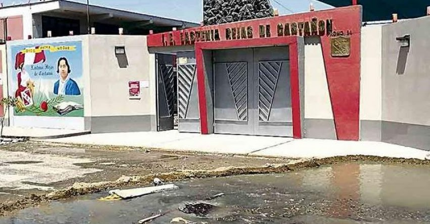 Cuatro días de aniego de desagüe perjudicó a varios colegios en Tacna