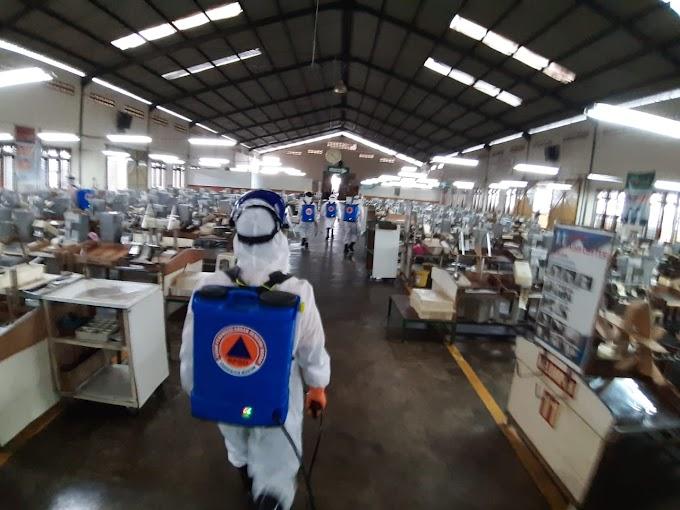 Pemkab Madiun Lakukan Penyemprotan Disinfektan Pasca Ditemukan Satu Karyawan PT.DMA Terkonfirmasi Covid-19