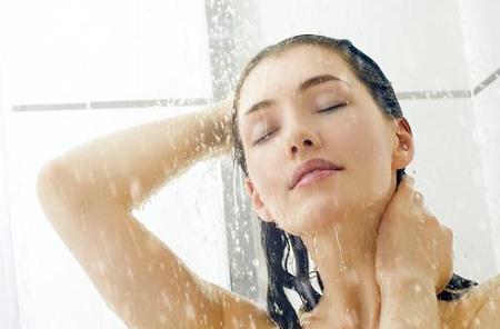 manfaat dan kelebihan mandi pagi sebelum subuh