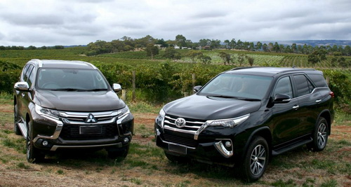 Komparasi Toyota All-new Fortuner VRZ 4x4 vs. Mitsubishi All-new Pajero Sport Dakar 4x4