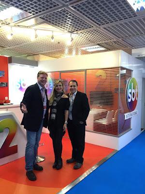 O Assessor Internacional Richard Van Esch, Eliana e Fernando Pelégio Crédito: Divulgação/SBT