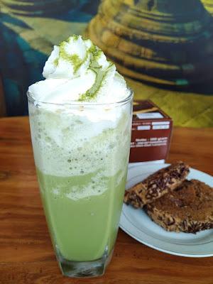 Minuman di  Hai Toms Pusat Oleh-oleh Lampung