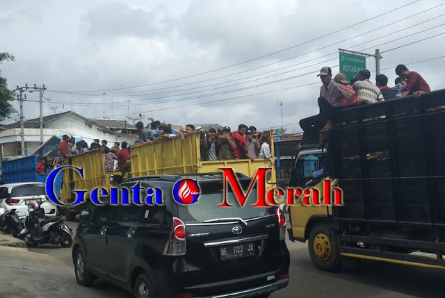 Ribuan Massa Lampura Menggelora, Protes Kebijakan Plt Bupati Sri Widodo
