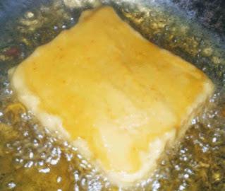 Deep frying bread pakora in oul