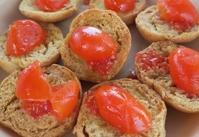 Friselline pugliesi con pomodoro