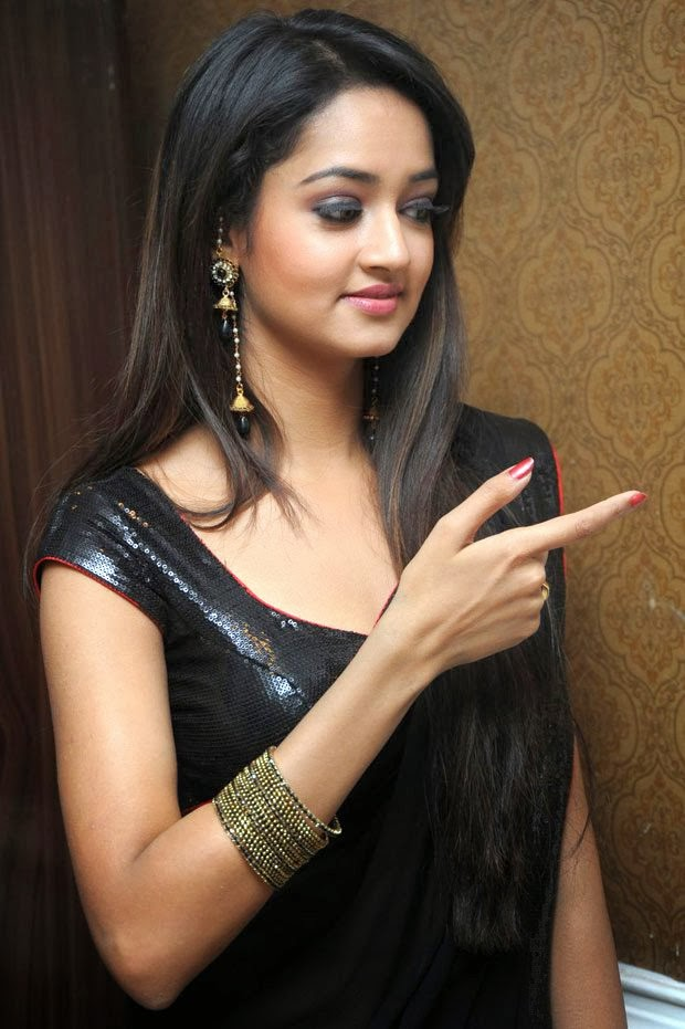 Shanvi Srivastava Hip Navel Photos In Black Saree