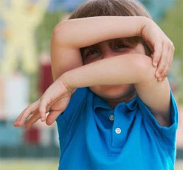 ظاهرة الخجل ظاهرة تهدد النمو السوي لشخصية الطفل