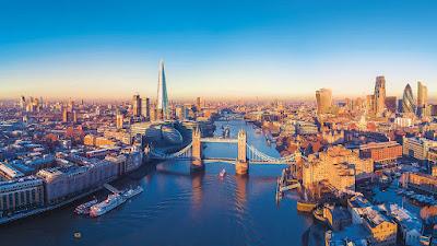 london, londra, londrada yaşamak, where to live in london, girl, women, elizabeth, queen elizabet, bus, yaşam, ingiltere, UK, england,