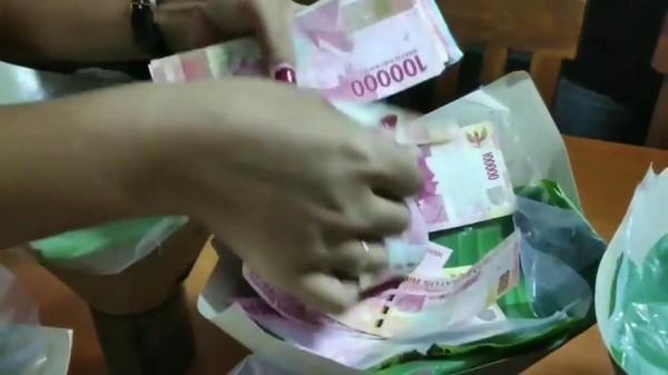 Viral Juragan Tas Pasuruan Bagi Nasi Bungkus Isi Uang Rp 1 Juta