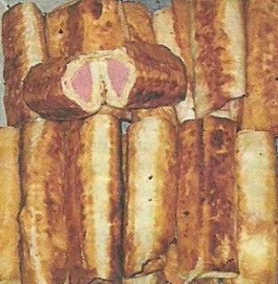 Сардельки в лаваше, с картофельным пюре и твердым сыром