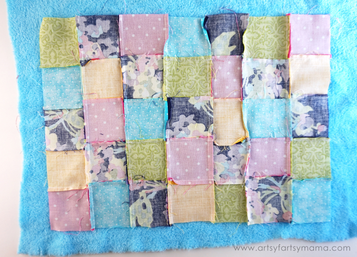 Easy Snuggle Quilt Tutorial at artsyfartsymama.com #ShareABear