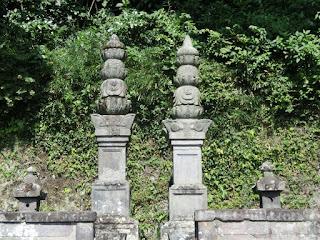 薬王寺・宝篋印塔
