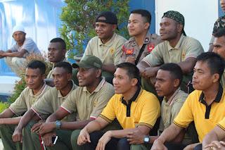 Olah Raga Bersama Polres Lumajang dan Warga Papua Ini Bentuk Cooling System Ramainya Isu Hoax Rasisme