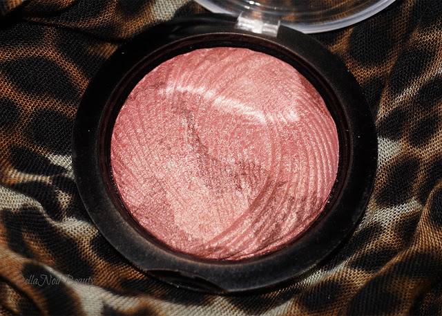 Makeup Revolution Vivid Baked Highlighter Rose Gold Lights | bellanoirbeauty.com