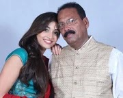 Srinidhi shetty with her father