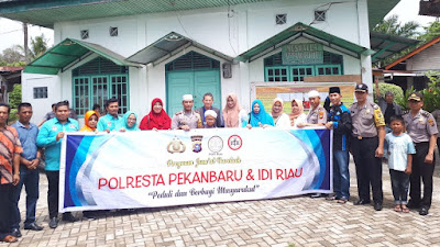 Jumat Barokah Polresta Pekanbaru Sambangi Warga Kurang Mampu daerah Rumbai Pesisir*