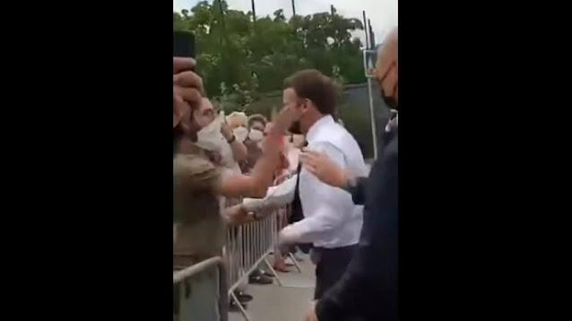 """""""Геть Макронію"""": президенту Франції дали ляпаса на зустрічі з виборцями"""