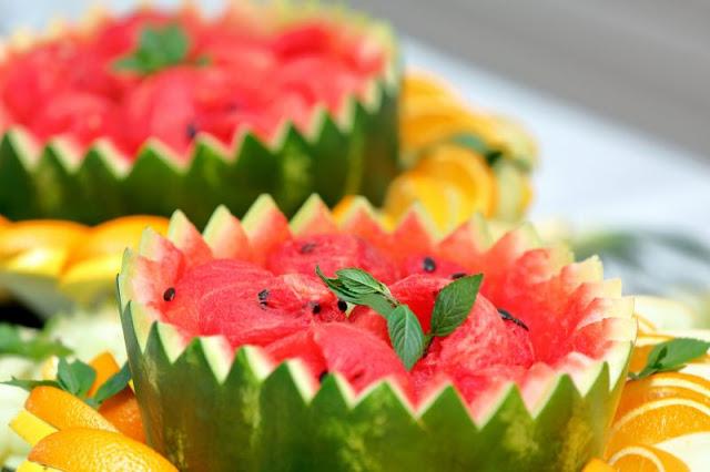 salade-de-fruit-dans-une-pastheque-anniversaire