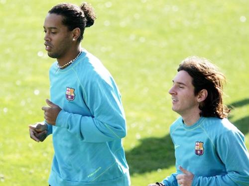 Messi chi 4 triệu euro cứu Ronaldinho?