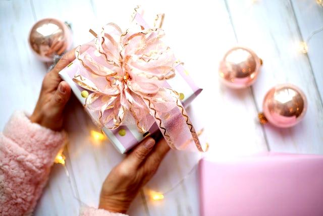 जिंदगी में एक बार जरूर दें यह लव गिफ्ट फॉर गर्लस (love gifts for girls)