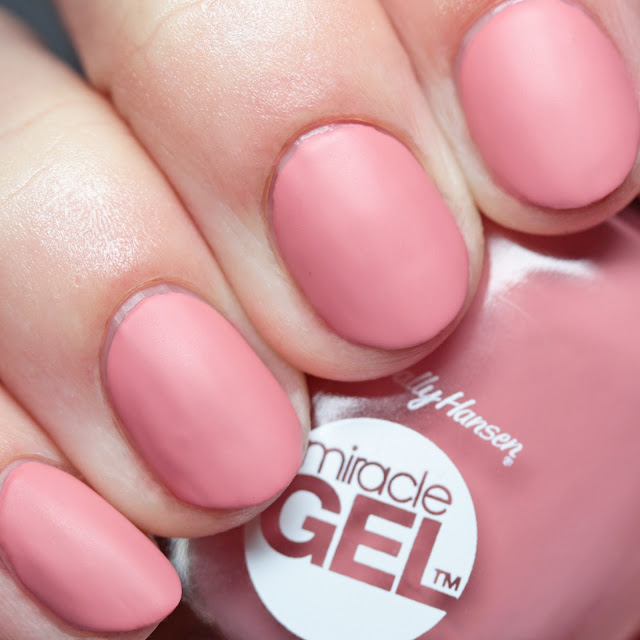 Sally Hansen Miracle Gel 224 Mauve-lous with Miracle Gel Matte Top Coat