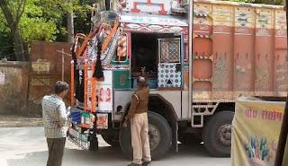 जौनपुर : जनता कर्फ्यू में सुजानगंज पुलिस की बल्ले बल्ले, जमकर हुई वसूली