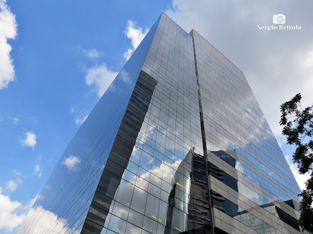 Perspectiva inferior da fachada do edifício Rochaverá Marble Tower - Chácara Santo Antônio - São Paulo