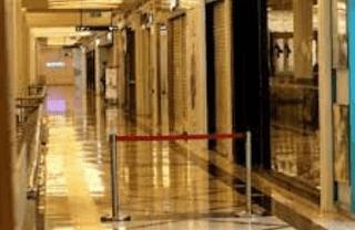Luhut Binsar Pandjaitan sebagai Wakil Ketua Komite Penanganan Covid-19 dan Pemulihan Ekonomi Nasional Jenderal TNI (Purn) mengatakan bahwa saat Perpanjangan PPKM level 4 kali ini, mall dibolehkan beroperasi, dengan syarat kapasitas maksimal 25% dan tutup sampai pukul 17.00 waktu setempat.