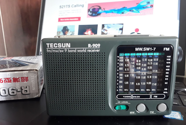 TECSUN R-909 World Band Receiver