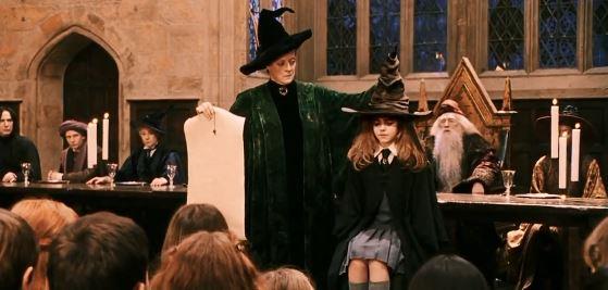 Harry Potter được chiếc mũ xếp vào nhà Gryffindor