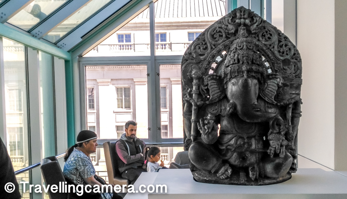As we entered into the art gallery, this Ganesha statute was placed on the main door with visitors sitting around the open area. In India, good things are started by saying 'Shri Ganesha' or worshipping lord Ganesha.