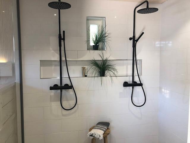 Mustia suihkuja näkyi paljon