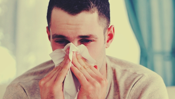 How to Prevent and Treat a Cold Naturally